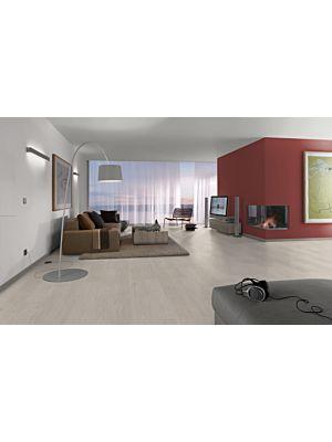 Parquet laminado de ROBLE BROOK MIEL EHL103 de Egger Home de 12mm de grosor, en un ambiente sala.