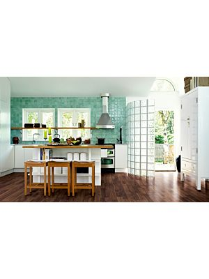 parquet laminado de la marca pergo de la serie living expression roble viñedo L0301-03366 en un ambiente de habitación.