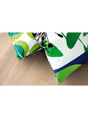 parquet laminado de la marca pergo de la serie living expression roble puro L0301-01799 en un ambiente de habitación.
