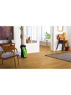 Parquet laminado roble nueva inglaterra de la marca pergo de la serie living expression sensation resistente al agua superficialmente l0331-03369 en un ambiente de habitación.