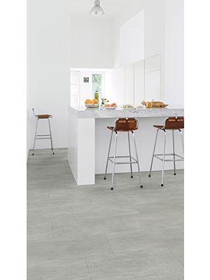 Parquet vinílico de la marca Quick-Step livyn pizarra negra AMCP40035 de la serie Ambient Click Plus en un ambiente de habitación.