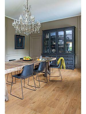 Parquet vinílico de la marca Quick-Step livyn Roble flotante beige BACL40018 de la serie Balance Click en un ambiente de habitación.