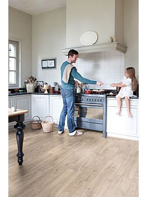 Parquet laminado de ROBLE RECUPERADO CON PATINA BLANCA CL1653 de la marca Quick-step de la serie CLASSIC en un ambiente de habitación.