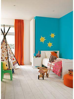 Parquet laminado de ROBLE VINTAGE 3 LISTONES de la marca Quick-step de la serie CLASSIC en un ambiente de habitación.