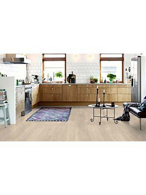 parquet vinílico de la marca Pergo roble lavado beige V3131-40080 de la serie optimum en un ambiente de habitación.