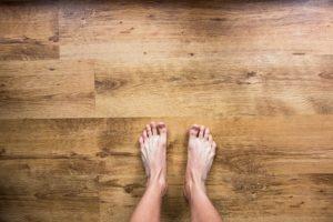 La madera aporta una sensación agradable a nuestros pies