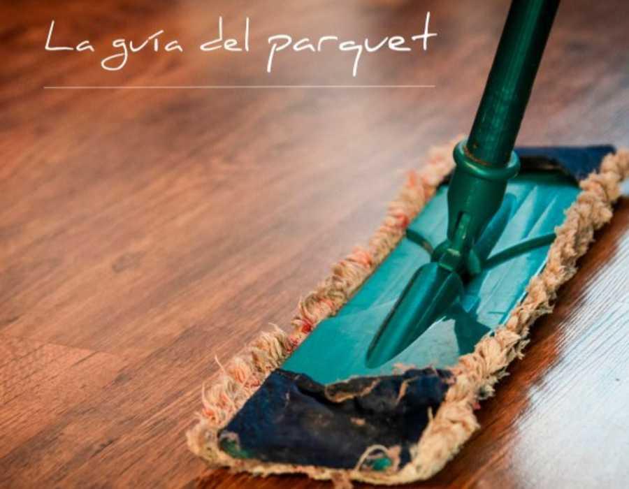Para limpiar la tarima flotante lo ideal es utilizar una mopa para mantener en buen estado tu suelo